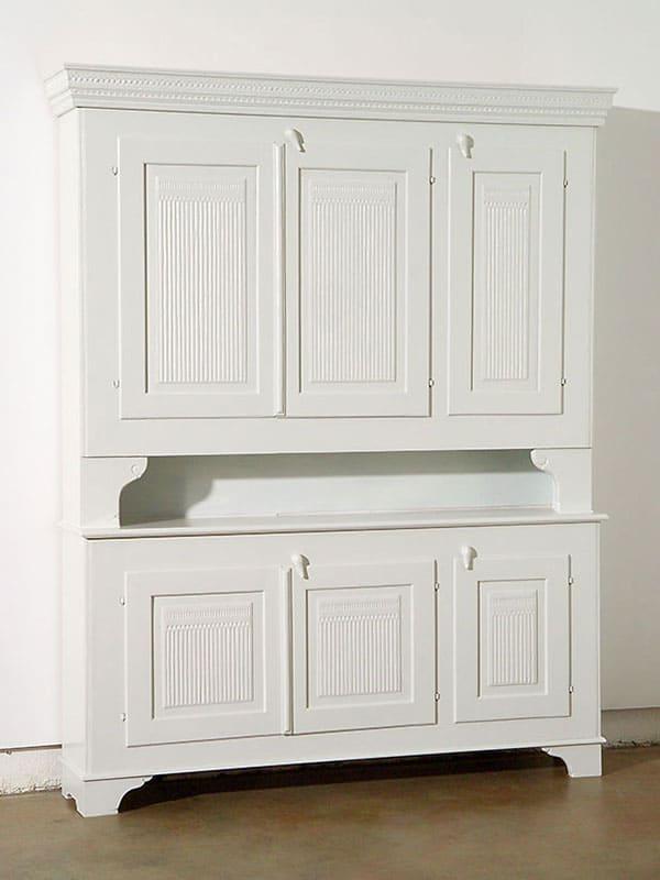 Klassiska möbler skåp